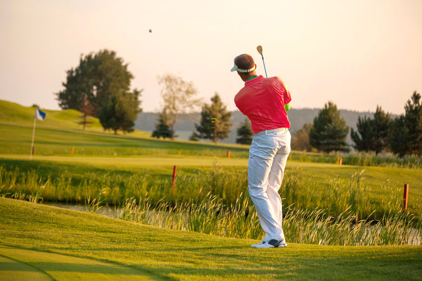 Golfbal slaan met backspin