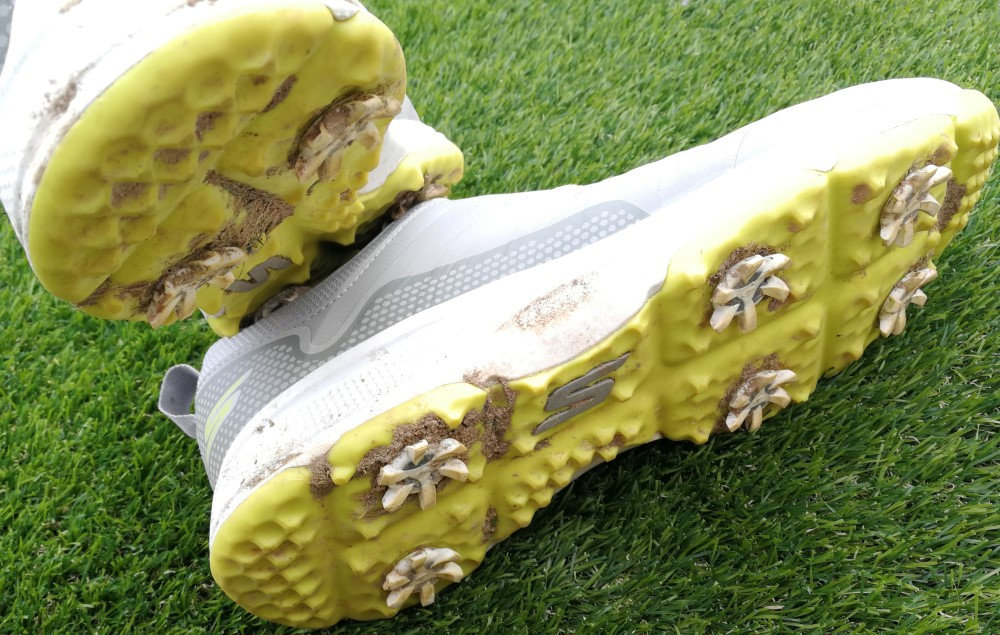 Golf spikes vervangen